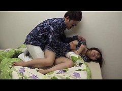 หนังเรทอาร์ญี่ปุ่น ผัวใหม่แม่มันข่มขืนหนู แม่ไม่อยู่มันขยี้กามเย็ดหีหนูในห้องนอน