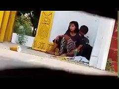 คลิปแอบถ่าย เอากันไม่เกรงใจพระ คนงานพม่าผัวเมียแอบเย็ดกันในวัดข้างโบสถ์ ก็มันเงี่ยนนี่ครับหลวงพ่อ