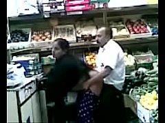 คลิปโป๊ผัวเมียอินเดียแอบเย็ดกันในร้านขายผักห้างสรรพสินค้า