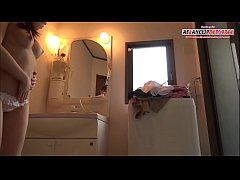 คลิปแอบถ่ายHDหลานสาวมัธยมไทยแก้ผ้าอาบน้ำแต่งตัวหน้าโต๊ะกระจก โคตรน่ารัก นมสวย