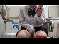รวมคลิปแอบถ่ายหีสาวญี่ปุ่นนั่งฉี่ในห้องน้ำสาธารณะบางคนแก้ผ้าหมดเลย