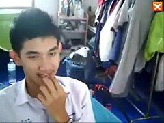 คลิปหลุดเกย์มัธยมไทยนั่งชักว่าวคาชุดนักเรียนน้ำแตกคามือหน้าตาน่ารัก
