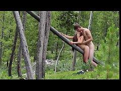 คลิปxxxคู่รักฝรั่งเย็ดกันบนท่อนไม้ท่าหมากลางป่า