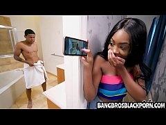 มาดูสาวผิวดำสุดร่าน อ่อยหีให้น้องชายเย็ดในห้องน้ำ มาแอบดูควยตั่งนานจนอดใจไม่ไหว