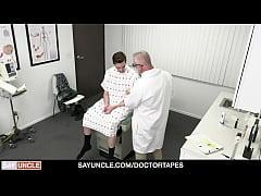 เด็กหนุ่มมาตรวจภายใน เจอหมอเกย์หลอกฉีดยาเข็มใหญ่ยัดรูตูดไม่ยั้ง ถึงกับร้องลั่นห้อง
