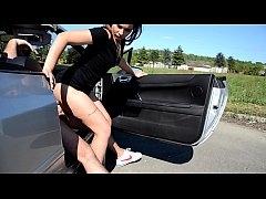 มาดูคลิปโป๊ outdoor คู่รักไฮโซพากันจอดรถข้างทางแล้วเอากันบนรถเบนซ์กลางแจ้ง
