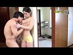 AVญี่ปุ่น แม่เลี้ยงสาวหน้าใสสุดเซ็กซี่ โดนลูกชายสามีจับเย็ดหีสุดเสียวคาบ้าน