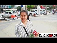 ฝรั่งแจกทริปสาวขายดอกไม้พัทยาแล้วลากมาเย็ดหีสุดมันส์ที่คอนโด
