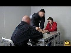 ตำรวจหื่นจับสาวลักลอบเข้าเมืองแล้วมารุมเย็ดหี 2 ต่อ 1 ในห้องสืบสวน
