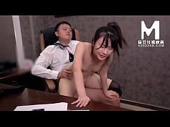 หนังxออฟฟิศ เจ้านายเย็ดหีเลขาสาวสุดเซ็กซี่ นั่งให้ขย่มควยบนเก้าอี้แล้วกะแทกต่อบนโต๊ะอย่างมันส์